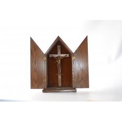 Crucifix in drieluik